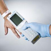 i-STAT_Scanning_Patient_ID_Bracelet_Barcode